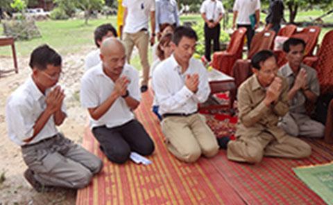 カンボジアの教師と支援した人たち